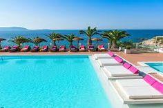 Ben jij samen met je partner op zoek naar de perfecte vakantie op een prachtlocatie? Het liefst waar je écht samen bent, dus het liefst een hotel waar je geen kindertjes tegenkomt? Kies dan een COUPLES hotel. Gegarandeerd dat jullie er een heerlijke vakantie gaan beleven.  via effefoetsie.nl