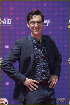 Joey Bragg at the Radio Disney Music Awards 2016 Joey Bragg, Ryan Mccartan, Disney Channel Stars, Disney Music, Dove Cameron, Music Awards, Cute Guys, The Funny, Red Carpet