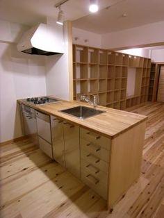 ローコストなキッチンを探してきました。食器洗い器や浄水器付き水栓を採用しました。扉はステンレス仕上げです。