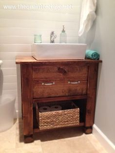 Love this farmhouse style bathroom vanity with square sink. DIY plans. - www.insterior.com