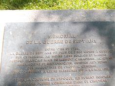 Le Mémorial de la Guerre de Sept Ans à Québec près du tombeau de Montcalm au cimetière des Augustines de l'Hôpital Général de Québec.