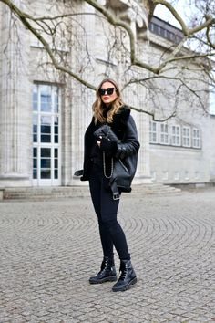 winter outfits canada Winter Fashion For Ladies Combat Boot Outfits, Winter Boots Outfits, Winter Outfits Women, Winter Clothes, Combat Boots Style, Holiday Outfits, Fall Outfits, New York Outfits, Winter Looks