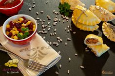 Indiferent ca le numim empanadas, coltunasi, pirogi sau panzerotti, conteaza faptul ca sunt delicioase! Astazi va daruiesc reteta mea, inspirata din Columbia si presupusa lor poveste. Din America Latina cu dragoste: Empanadas - Istorii si arome #gabriellapascarubisi #artagustului #mutti #iXelium #myWhirlpool #empanadas America, Empanadas, Acai Bowl, Columbia, Breakfast, Food, Latin America, Acai Berry Bowl, Morning Coffee