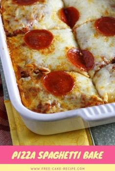 This easy pizza spaghetti bake combines two traditional favorites in one delicious (and easy to make) casserole Pizza Spaghetti Casserole, Pizza Casserole, Spaghetti Bake, Pizza Baked Spaghetti, Casserole Recipes, Pizza Recipes, Mexican Food Recipes, Italian Recipes, Cooking Recipes