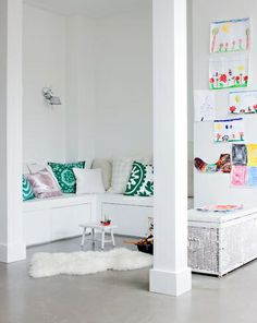 bench// white// kids art // Interior Inspiration From VTWonen Home And Living, Home And Family, Reading Nook Kids, Piece A Vivre, Kids Corner, Play Corner, Small Corner, Home And Deco, House Colors
