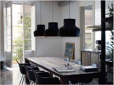 table en bois brut avec suspensions noirs > beau!! #ddpb #dutchwood #tablemanger