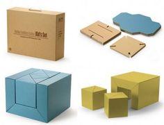 Juego de muebles de cartón apilables: mesa y sillas. Monomaterial - Carton Furniture, de Riki Watanabe.