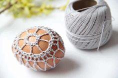 Návod na obháčkovaná velikonoční vajíčka – Prošikulky.cz Crochet Earrings, Baby Shoes, Baby Boy Shoes, Crib Shoes