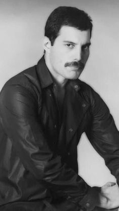 Roger Taylor, Queen Photos, Real Queens, Queen Freddie Mercury, Queen Band, Drummers, Rock Music, Sticks, Pop Culture
