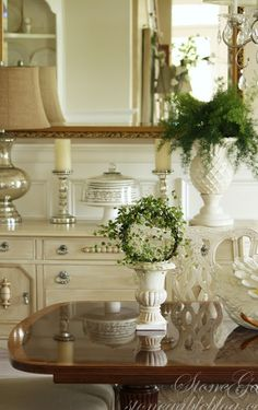 love the little urn and ivy