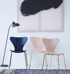 Arne Jacobsen's SERIES 7 stacking chair special edition