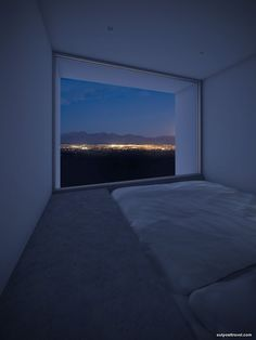 creativehouses:  Minimalist Bedroom With A View  (^-^)