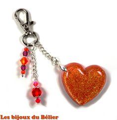 Porte clés/bijou de sac coeur orange en résine pailletée et perles de bohème en verre fait main : Porte clés par les-bijoux-du-belier