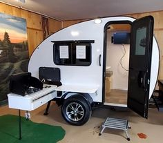 Stand-up teardrop camper with kitchen Rustic Trail Teardrops Polar Bear Small Camper Trailers, Small Trailer, Small Campers, Vintage Campers Trailers, Vintage Airstream, Airstream Trailers, Rv Campers, Travel Trailers, Camp Trailers