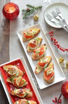 A holiday table set with seven fish dishes is a glorious sight to behold. Especially if you enjoy the Italian holiday tradition, Feast of the Seven Fishes. #italianholidays