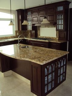 Kitchen of the day a warm tuscan kitchen with rich for Cocinas lujosas y modernas