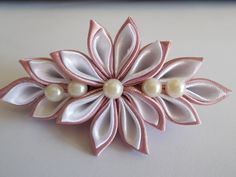 mályva-fehér hajcsat Brooch, Floral, Flowers, Diy, Jewelry, Jewlery, Bricolage, Jewerly, Brooches