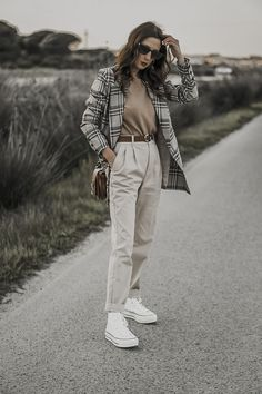 High Top Converse Outfits, White High Top Converse, Edgy Outfits, Fashion Outfits, White Outfits For Women, Clothes For Women, Fall Winter Outfits, Summer Outfits, Look Formal