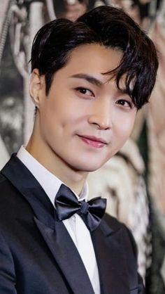 Handsome Lay ❤️ Baekhyun Chanyeol, Yixing Exo, Tao Exo, Park Chanyeol, Luhan And Kris, Chen, Exo Lockscreen, Kai, Bts Imagine