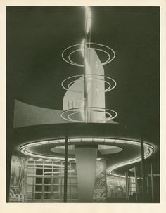 Production building at night, 1939 ny world's fair innovarquitectura а Art Deco Buildings, Unique Buildings, Interesting Buildings, Streamline Moderne, Architecture Design, Futuristic Architecture, World's Fair, Retro Futurism, Art Deco Design