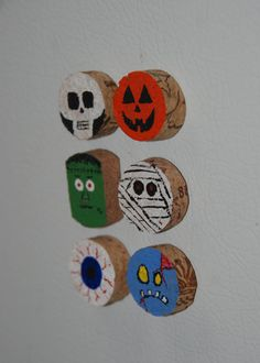 Halloween Monster Wine Cork Magnets, Could Easily Be A Diy Wine Cork Projects, Wine Cork Crafts, Wine Bottle Crafts, Halloween Kitchen Decor, Halloween Kids, Halloween Crafts, Fall Crafts, Crafts For Kids, Arts And Crafts