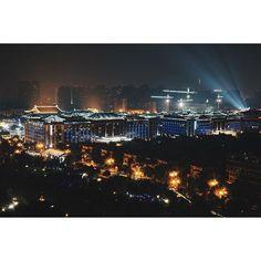 Instagram【samule.sun】さんの写真をピンしています。 《夜曲江。#西安 #夜景 #曲江》
