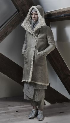 We would like to present to you InAisce's Fall/Winter 2015 collection. Dark Fashion, I Love Fashion, Fashion Details, Men's Fashion, Fall Winter 2015, Autumn Winter Fashion, Ready To Wear, Fur Coat, Winter Jackets