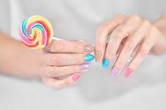 ZILA FLASH - linia lakierów holograficznych, bardzo łatwo rozprowadzających się na paznokciach, z dodatkiem kwiatowych aromatów które umilają czas spędzony na malowaniu. Bez formaldehydu, toluenu ani DBP!