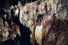 Gruta de las Maravillas en Aracena (Huelva) Belleza Natural, Interior, Green, Blue, Andalusia Spain, Caves, Beautiful Places, You Are Awesome, Design Interiors