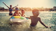 Träumen Sie von gelungenen Familienferien? Mit Action für die Kleinen und Entspannung für die Grossen? Das muss sorgfältig geplant werden, denn in die Ferien zu gehen ist momentan reichlich kompliziert.