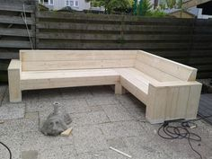 Download hier de bouwtekening van een hoekbank van steigerhout. Deze steigerhouten hoekbank kunt u goedkoop zelf maken met deze werkbeschrijving.