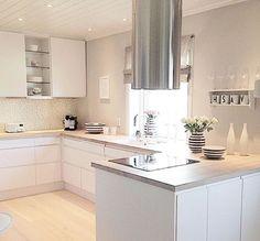 Square Kitchen island – New Kitchen Ideas Collection Open Kitchen Cabinets, Best Kitchen Sinks, Kitchen Island With Sink, Kitchen Corner, New Kitchen, Corner Sink, Kitchen Stuff, Kitchen Dining, Kitchen Appliances