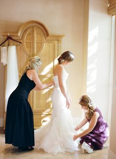 A photo of the bride getting ready is always a must! Photography by @Sylvie Gil