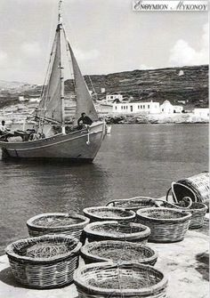 #Mykonos #waterfront ,#Gialos 1951-1953! Acropolis Greece, Corfu Greece, Mykonos Greece, Athens Greece, Crete, Santorini, Greece Photography, History Of Photography, Vintage Photography