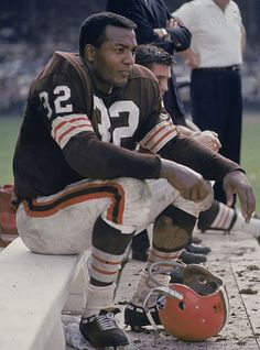 Browns RB Jim Brown rests on the sidelines during a 1963 game against the Cowboys.