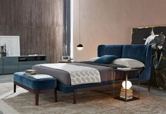 Fulham Road, in the heart of the City of London, gives its name to the bed that the Milanese designer has created. City Of London, Fancy Bed, Double Bed Designs, Cozy Bed, Bed Styling, White Bedding, Double Beds, Furniture Makeover, Furniture Design