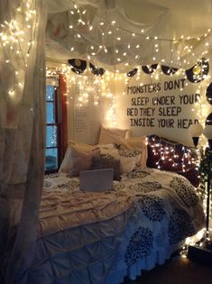 65 very beautiful and comfortable bedroom decor ideas 00007 Furniture Classic Teen Room Decor Ideas Beautiful Bedroom Classic comfortable Decor Furniture Ideas Teen Room Decor, Room Ideas Bedroom, Small Room Bedroom, Dream Bedroom, Bedroom Bed, Master Bedroom, Bed Room, Bedroom Headboards, Bedroom Green