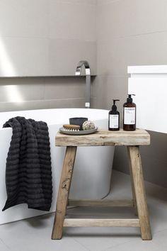 Houten badkamer krukje