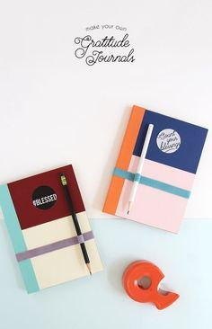 DIY gratitude journal - cute color blocking, free printable label, and instructions for making an elastic band/pen holder - Count your blessings and get ready for Thanksgiving