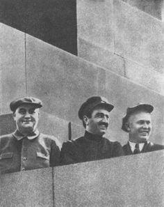 GM Dimitrov, Mikoyan, Khrushchev no mausoléu. 01 de maio de 1934.
