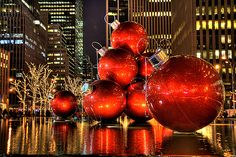 new york christmas decorations! I love New York at Christmas time! All Things Christmas, Christmas Holidays, Xmas, Christmas Treats, Merry Christmas, Large Christmas Ornaments, Christmas Lights, Monuments, Winter Wonderland