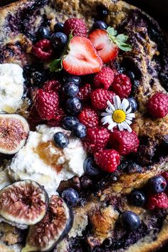 """sweetoothgirl: """" Blueberry Chamomile Dutch Baby with Honeycomb Ricotta """" Chamomile Recipes, Cooking For Dummies, Half Baked Harvest, Summer Berries, Acai Berry, Ground Turkey Recipes, Healthy Breakfast Recipes, Healthy Breakfasts, Apple Recipes"""