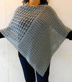 A free crochet pattern of the Wrapped Pearl Poncho. Do you also want to crochet this Poncho? Read more about the Free Crochet Pattern Wrapped Pearl Poncho. Crochet Wrap Pattern, Crochet Cape, Crochet Poncho Patterns, Knitted Poncho, Crochet Scarves, Crochet Shawl, Crochet Clothes, Crochet Stitches, Knitting Patterns