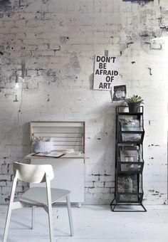 Van strakke wand naar oude muur. Het vliesbehang Factory met witte afgebladderde bakstenen zorgt voor een ultiem loft-gevoel.