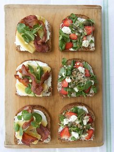 Whole-wheat open toasts Bruschetta Bar, Homemade Dressing, Scandi Style, Breakfast In Bed, Tapas, Sushi, Sandwiches, Brunch, Ethnic Recipes
