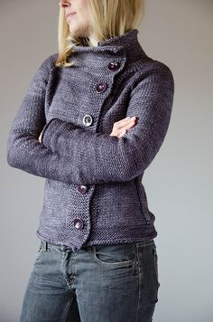 Crispy mornings, cold days and dark nights – no matter what autumn brings, this soft cardigan will keep you warm and happy. It's knitted from top down in one piece.
