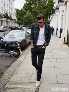 Mark Ronson's outfit on point.