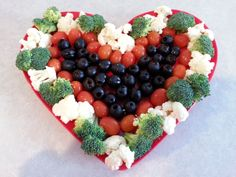 Valentine Veggie Tray Valentines Healthy Snacks, Valentines Day Treats, Valentine Recipes, Valentine Party, Valentine Special, Veggie Platters, Veggie Tray, Vegetable Trays, Vegetable Ideas
