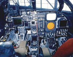 Grumman A6A Intruder y cabina.
