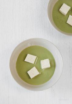 Japanese soup. Cream of fava beans and peas. Vegan z bobu i zielonego groszku